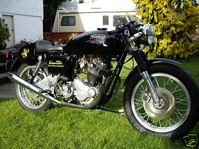 norton_commando_cafe_01