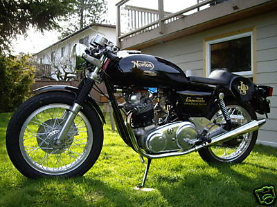 norton_commando_cafe_02